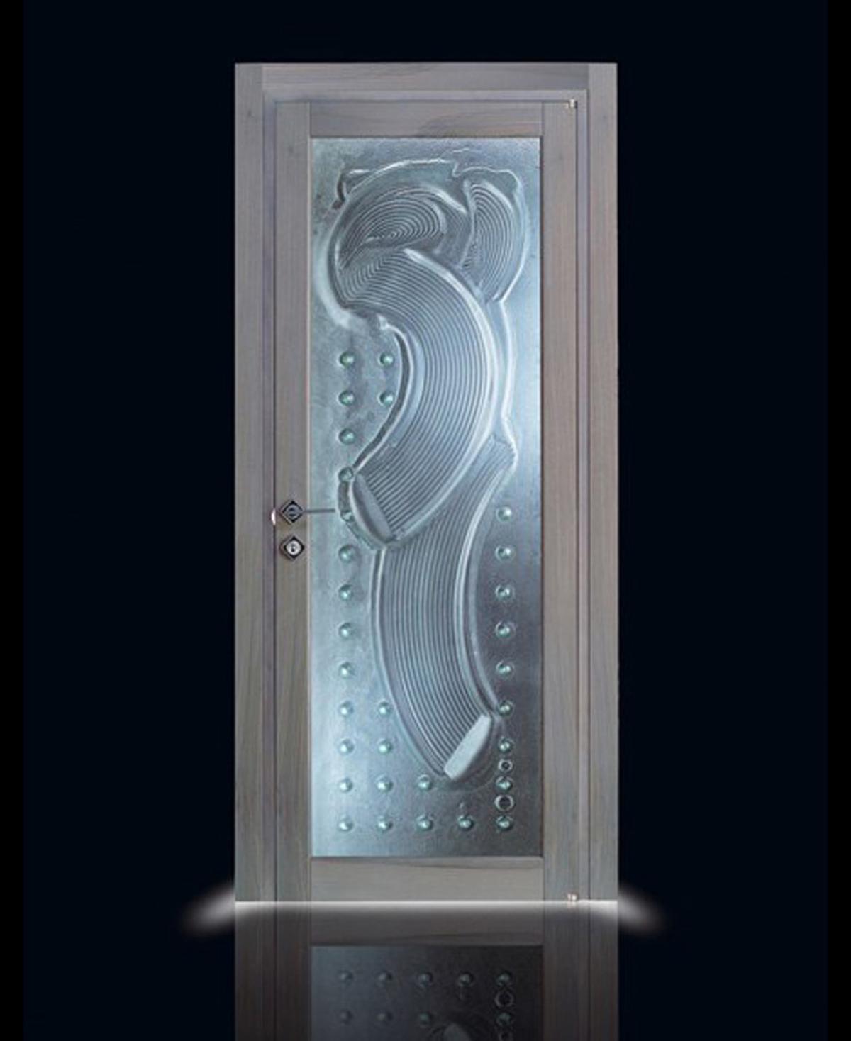 Стеклянные двери с серебряным оттенком